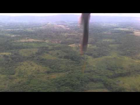 Aterrizando en Bluefields Nicaragua, Landing at Bluefields Nicaragua Airport, La Costeña