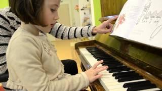 Výuka hry na klavír u dětí v mateřské škole - cvičení a ukázka z lekce