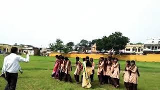वागड़ी गीत सीखते हुए आदिवासी student👌👍 गर्व है ऐसे  school के स्टाफ पर