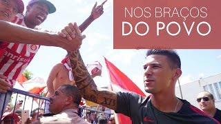 [Futebol] Torcida Colorada recepciona Víctor Cuesta com festa no Salgado Filho