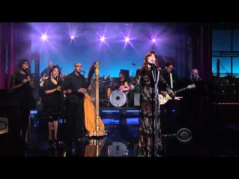 florence-the-machine-no-light-no-light-late-show-with-david-letterman-invadingurlife