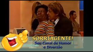 ...E o canarinho fazendo muita confusão na Praça! (Alisio Ferreira, saudades...) SorriaGente