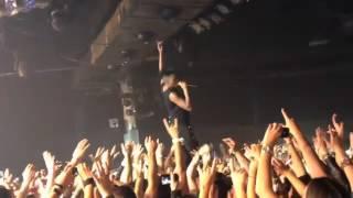 Skunk Anansie en la Riviera 2012   Skin sings Weak over people