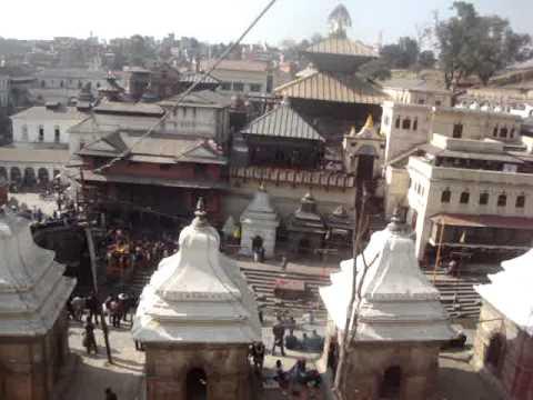 11 Juan Lázara y Shreekrishna en templo de Pashupatinath.MPG