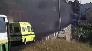Ligeiro de passageiros consumido pelas chamas em Santa Cruz