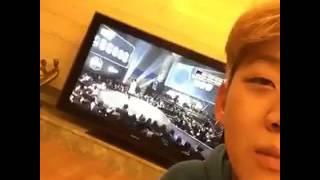 ฮงวอนแอบถ่ายยงจุนตอนดูตัวเองแร็ปในTV