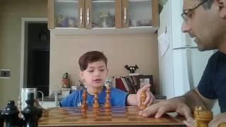 Artur Marques  e as peças de Xadrez