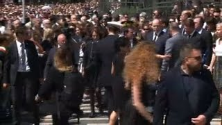 Attentat de Nice: Valls hué sur la promenade des Anglais