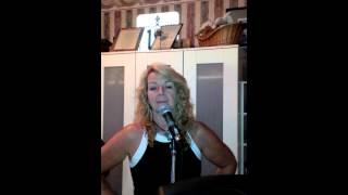 Behringer Eurolive B205D vocal demo