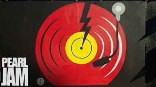 Lightning Bolt Mural Time Lapse In Venice, CA - Pearl Jam