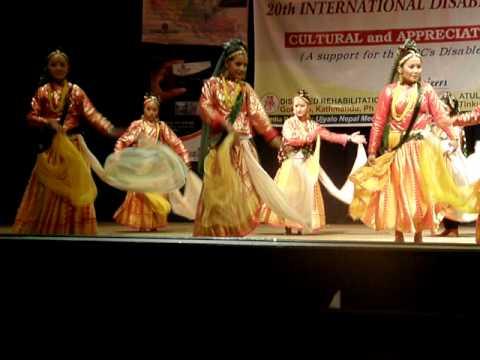 Nepal – Dancing Orphanage Girls