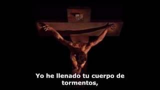 Postrado ante la cruz...