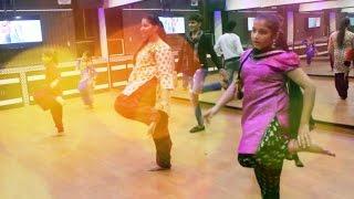 Paranda Kaur B JSL Bhangra Gidha Dance Steps   paranda kaur b dance performance