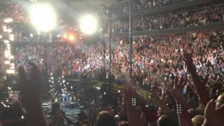 "Pearl Jam - ""Elderly Woman..."" At Madison Square Garden 5/1/2016"