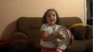 Livia cantando hino 28 da harpa cristã!!!!