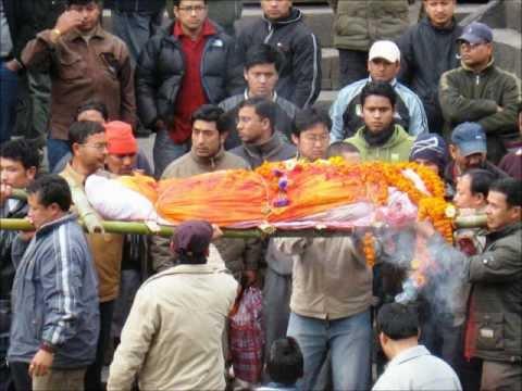 Nepal-Pashupatinath: Saddhus y Cremaciones a Orillas del Río Sagrado Bagmati