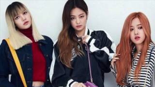 BLACKPINK Jennie on the phone to Rosé and Lisa