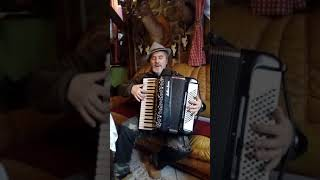 Grussti Got Frau Wirtin vom Papa Yodler Elvis