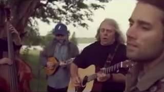 Alguém pode me informar quem canta essa música e quem é  o cantor ?
