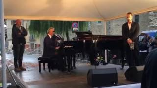 Andrea Bocelli sings Ave Maria (Schubert) in the earthquake zone in Italy