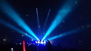 Raining (feat. Sunsun) - Kaskade & Adam K (Live)