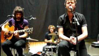 Kasabian- Underdog (acoustic) @ undisclosed venue- Paris