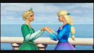 En mis brazos.Barbie(version latino)de la pelicula la Princesa de  la Isla