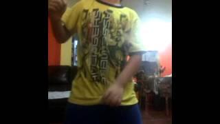 Junior y sus travesuras de grabarse bailando totoo
