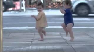 סרטון קורע!!! תינוקות רוקדים כמו אנשים מבוגרים, חובה לצפות!!!
