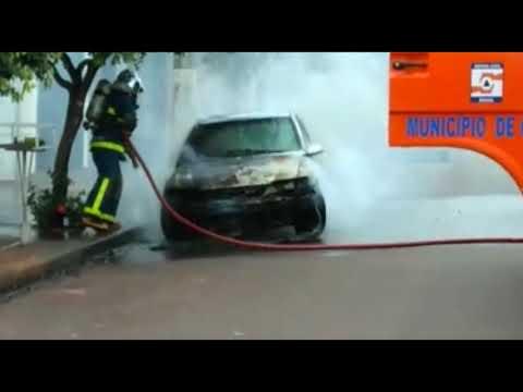 Veículo é destruído em chamas na área central de Goioerê