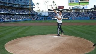 Cristiano Ronaldo throws first pitch at Dodgers-Yankees baseball game width=