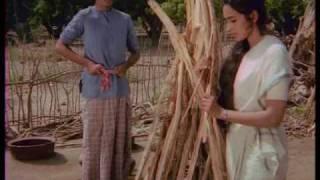 Saudagar - 4/13 - Bollywood Movie - Nutan, Amitabh Bachchan & Padma Khanna width=