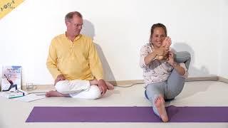 Fuß Kuss Haltung im Sitzen - Yoga Asana Lexikon