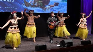 "Opetaia Foa'i Sings ""We Know The Way"" At Moana UK Premiere"