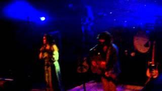 Angus & Julia Stone - Big Jet Plane (Live Paris 2011)