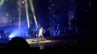 """Idols Boston 8/18/2009  Adam lambert singing """"starlight"""" by Muse"""