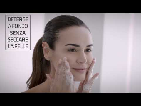 Thoroughly cleanse the skin with AOX Cleansing Gel