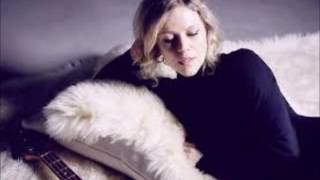 Britta Phillips - Landslide