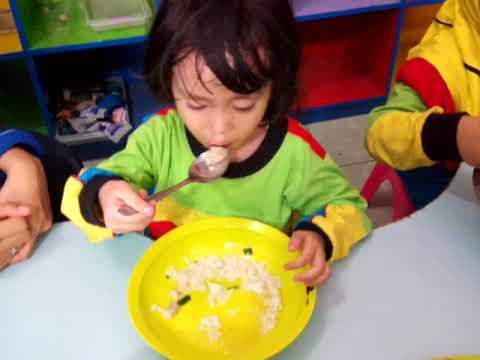 aktivitas-makan-siang-santri-pgit-bias-assalam-kot