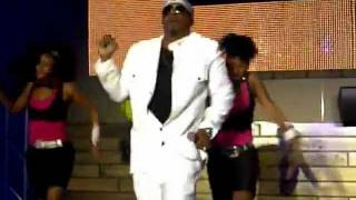 Future Party: MC Hammer performs 2 Legit 2 Quit LIVE