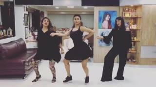 Nagin 2 actress mouny  Roy and divyanka tripathi challenge on beat pa booty