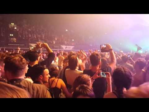 foals-two-steps-twice-live-at-wembley-arena-16-02-2016-curt-bleach