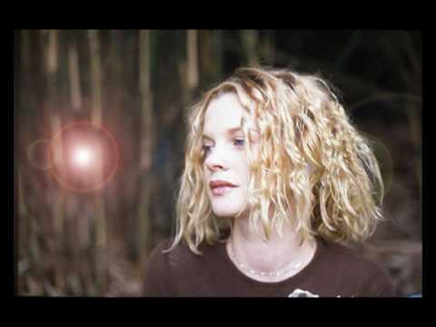 Leafy Lane de Kirsty Hawkshaw Letra y Video