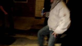 Festa do Fernandinho em Londres - Meninos dançando