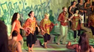 BERNADETTE ET CATHY Danse africaine