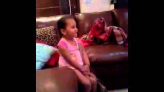 criança desaforada e ainda da risada da cara da irmã