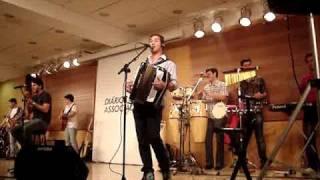 Amigos Sertanejos (Projeto Vitrine) - Paz Na Cama / Entre Tapas e Beijos