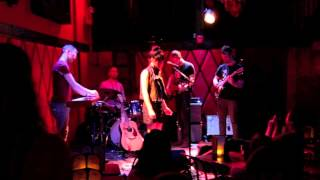 Alice and the Glass Lake - Behind Blue Eyes cover live