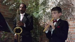 O pequeno flautista tocando A Thousand Years - flauta doce