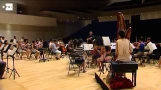 50 músicos jóvenes de Kazajistán amenizan las calurosas noches del mediterráneo español